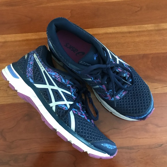 ASICS running shoes Gel excite 4.
